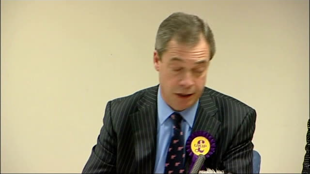 ukip press conference england hampshire eastleigh photography*** nigel farage and diane james into press conference / igel farage sot we thought last... - diane james politik stock-videos und b-roll-filmmaterial