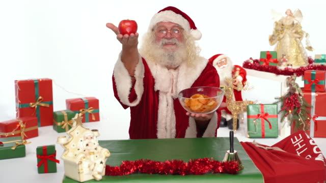 サンタクロースのための簡単な選択 - アップル - レッドデリシャス点の映像素材/bロール
