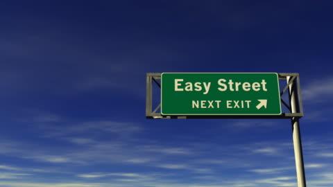 vídeos y material grabado en eventos de stock de fácil street-freeway, tome la salida de señal - smooth