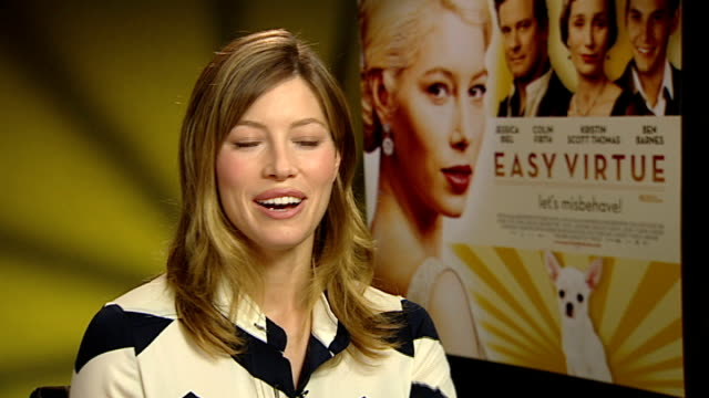vídeos de stock, filmes e b-roll de jessica biel interview england london int jessica biel interview sot playing her character in easy virtue/ different working with a mostly english... - colin firth