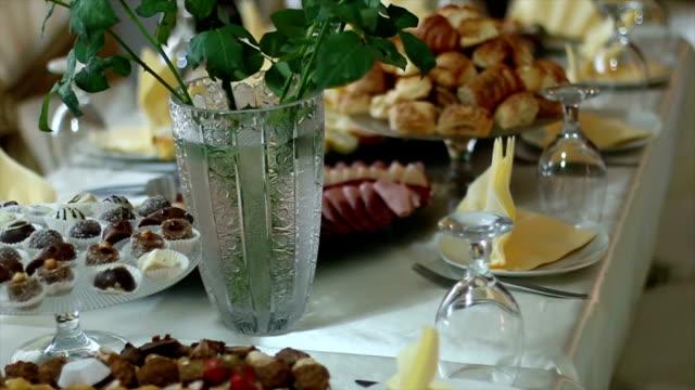 vídeos y material grabado en eventos de stock de мeat platos - bandeja para servir