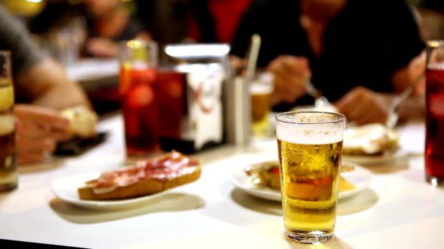 stockvideo's en b-roll-footage met eten in een typisch spaanse tapas bar - spanish culture