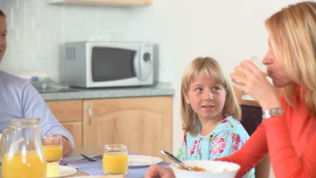 DOLLY HD: Essen Frühstück
