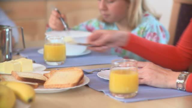vídeos y material grabado en eventos de stock de dolly hd: comer de desayuno - zumo de naranja