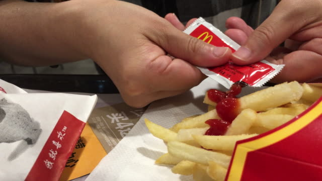 eating chips in a mcdonald's restaurant in the first quarter of 2018 mcdonald's profit increased 14% to $138 billion us dollar exceeding market... - tomato sauce stock videos & royalty-free footage