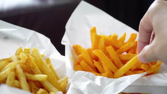 stockvideo's en b-roll-footage met het eten van frietjes. - aardappel
