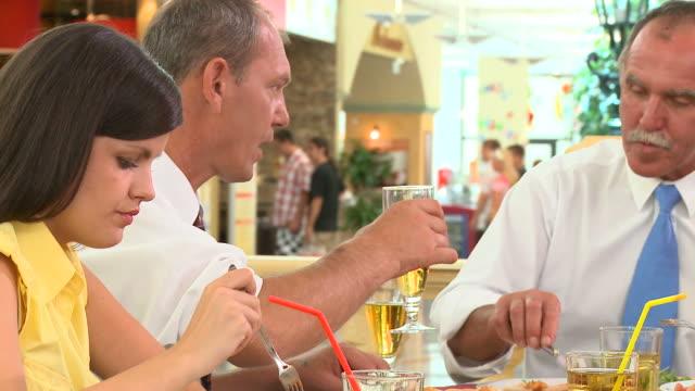 stockvideo's en b-roll-footage met hd dolly: eating out - overhemd en stropdas