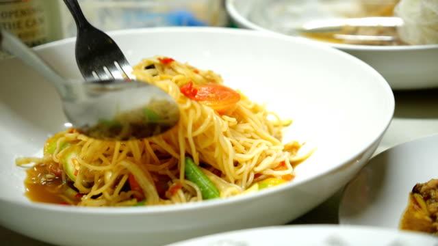 eating papaya salad. spicy green papaya salad of thai cuisine. - papaya stock videos & royalty-free footage