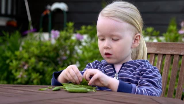 Eating peas