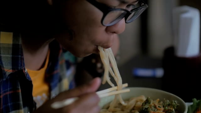 Eating ramen noodles, Slow motion