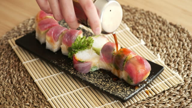 eating sushi - sushi video stock e b–roll