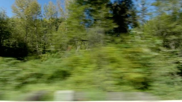 イートンビルカントリーx同期シリーズ右ビュー駆動プロセスプレート - part of a series点の映像素材/bロール