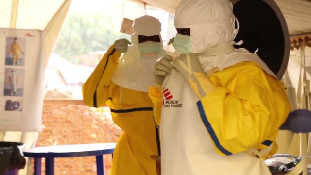 vídeos y material grabado en eventos de stock de ebola has likely killed five people in guinea after re emerging in the countrys south health authorities say confirming two more deaths registered in... - ébola