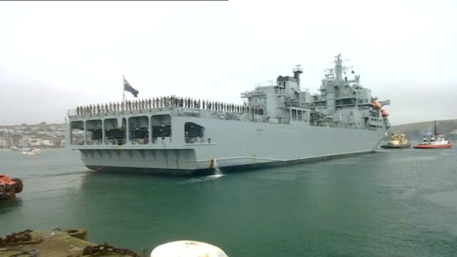 vidéos et rushes de calls for countries to do more; england: cornwall: falmouth: ext crew standing on deck of royal navy medical ship rfa argus as it leaves port en... - équipe de voile