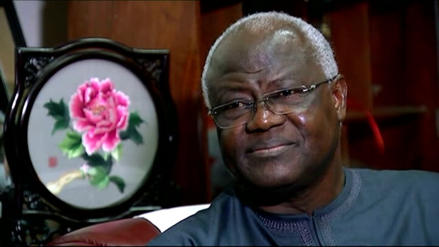 stockvideo's en b-roll-footage met ebola outbreak president ernest bai koroma says country is 'getting to grips' with outbreak sierra leone freetown connaught hospital int suspected... - triage