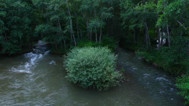 stockvideo's en b-roll-footage met ebro river, la puente del valle, valderredible municipality, cantabria, spain, europe - puente