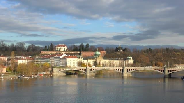 vídeos y material grabado en eventos de stock de puente de čech - praga, república checa - cultura checa