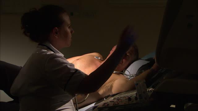 echocardiography procedure - 電極点の映像素材/bロール
