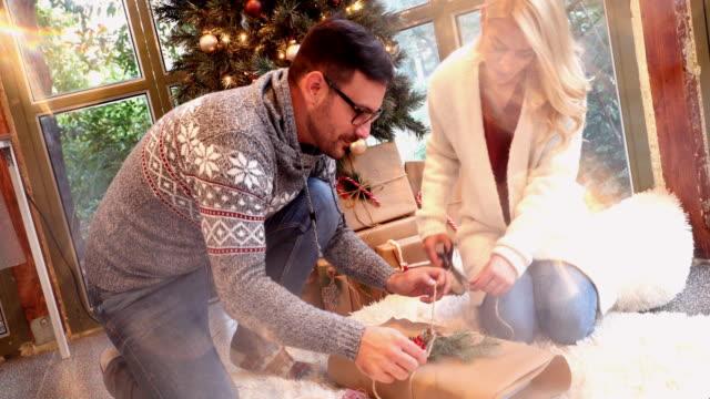 umweltfreundliche weihnachten - lila stock-videos und b-roll-filmmaterial