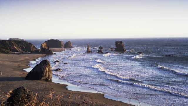 vídeos y material grabado en eventos de stock de ecola state park beach and rocks in oregon - costa de oregón