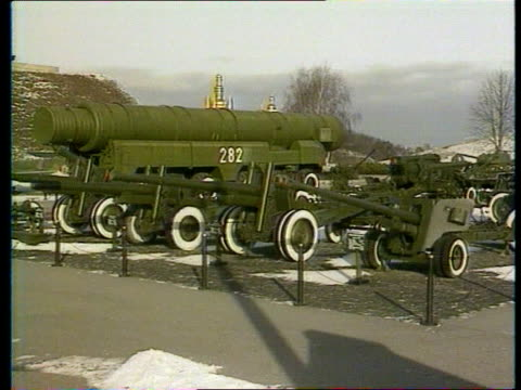 stockvideo's en b-roll-footage met economic problems cf ukraine kiev lacms face of titanium statue to the glory of communism pull out ms field gun in arms park ms t64 tank parked cms... - raket wapen