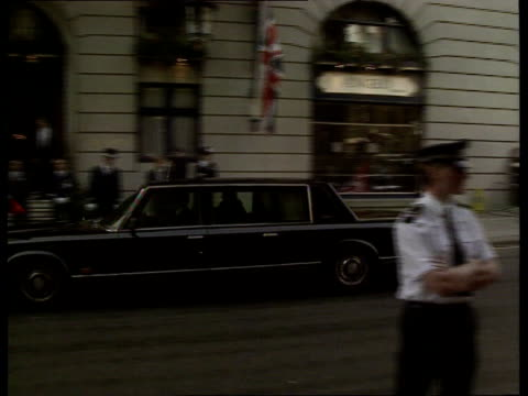 economic summit soviet aid england london the ritz zil limousine rl and stops by ritz hotel entrance bv mikhail gorbachev up steps and into the ritz... - limousine stock-videos und b-roll-filmmaterial