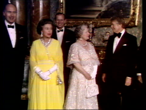 world leaders meet in london england london buckingham palace ext jimmy carter from car and greeted by prince philip duke of edinburgh for photocall... - principessa margaret contessa di snowdon video stock e b–roll