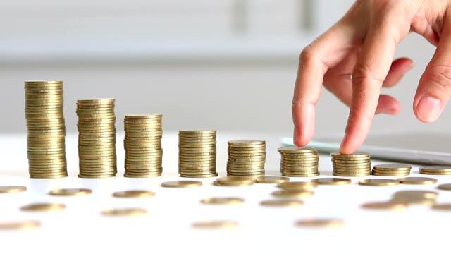 vídeos y material grabado en eventos de stock de concepto de economía de crecimiento - moneda de veinticinco céntimos