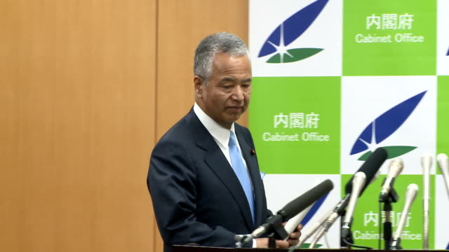 Economy and Fiscal Policy Minister Akira Amari denied Thursday he intends to resign over allegations that he received money in return for doing...