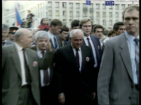 economy food ext lms soviet pres mikhail gorbachev along with others zoom in la cms russian fed pres boris yeltsin pull out on balcony waving russian... - penny marshall stock videos & royalty-free footage