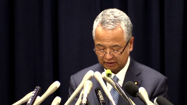 Economy minister Akira Amari announced his resignation to take responsibility for a bribery scandal but insisted the 1 million yen he received from a...
