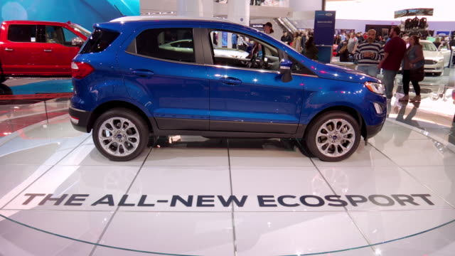 ws ecosport revolving on turntable / cu ford logo on wall zo ws ecosport revolving on turntable / cu front end / xcu ford grille emblem zo cu front... - ford stock-videos und b-roll-filmmaterial