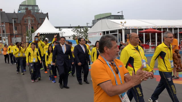 stockvideo's en b-roll-footage met ecuador delegation in the toronto panam games the country representation is welcome in the athletes' village the pan american games are the largest... - redactioneel