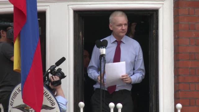 ecuador restringio el acceso a internet al creador de wikileaks julian assange refugiado en su embajada en londres tras el impacto en la campana... - refugiado stock videos & royalty-free footage
