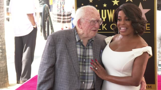ed asner and niecy nash at the niecy nash honored with a star on the hollywood walk of fame on july 11 2018 in hollywood california - ウォークオブフェーム点の映像素材/bロール