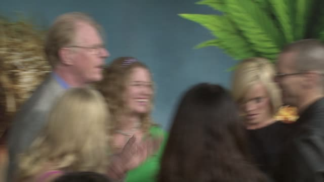 ed begley jr., jenny mccarthy, jim carrey, ed begley at the 'pineapple express' premiere at los angeles ca. - ジェニー・マッカーシー点の映像素材/bロール