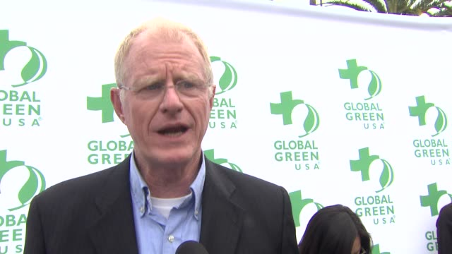 ed begley jr. on receiving the individual environmental leadership award, what he appreciates most about global green, what first made him care about... - made in usa点の映像素材/bロール