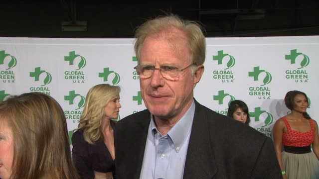 vídeos de stock, filmes e b-roll de ed begley jr on why he supports global green and what people can do to live a greener life at global green usa's 9th annual preoscar party on 2/21/12... - oscar party