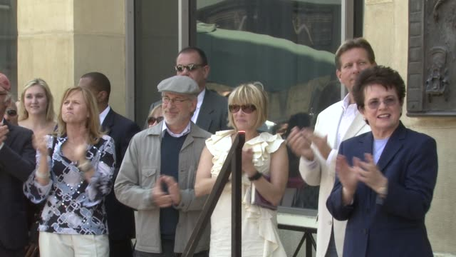 vidéos et rushes de ed harris amy madigan steven spielberg kate capshaw and billie jean king at the dedication of holly hunter's star at the hollywood walk of fame in... - holly hunter