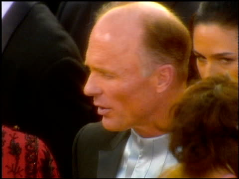 Ed Harris at the 2001 Academy Awards at the Shrine Auditorium in Los Angeles California on March 25 2001
