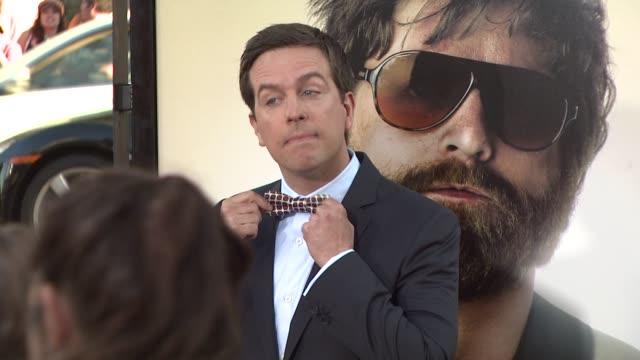 ed helms at the 'the hangover' premiere at hollywood ca - una notte da leoni video 2009 video stock e b–roll