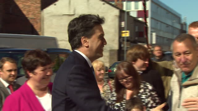ed miliband continues labour election campaign in the north east shows exterior shots ed miliband arriving in car at arc theatre in stockton on april... - イングランド カウンティ・ダラム点の映像素材/bロール
