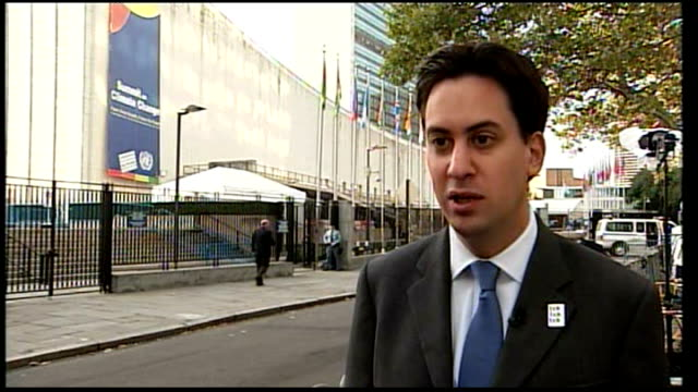 ext ed miliband mp interview sot on whether barack obama's administration will be able to get a climate change deal through congress / we can't do it... - united states congress点の映像素材/bロール