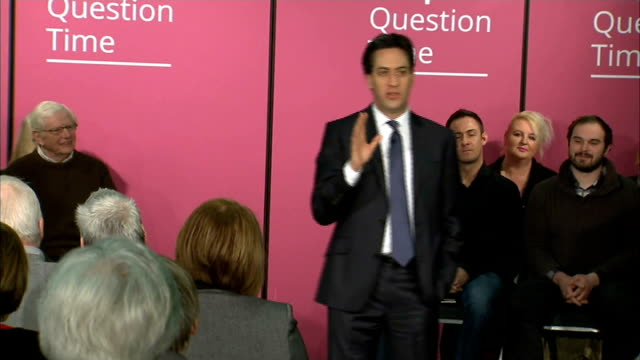 ed miliband people's question time england lincoln int ed miliband mp into room to applause / ed miliband short speech sot thanks ymca for hosting... - ed miliband stock-videos und b-roll-filmmaterial