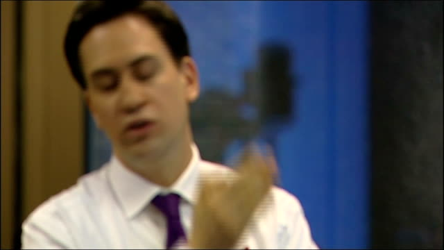 ed miliband q&a session cutaways; cooper speaking sot / miliband speaking about getting people interested in politics and how the labour party would... - 画面切り替え カットアウェイ点の映像素材/bロール