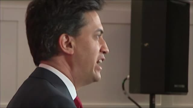 ed miliband rejects alex salmond's budget input; west dunbartonshire: clydebank: ed miliband mp being filmed on tablet device side view miliband... - input device stock videos & royalty-free footage