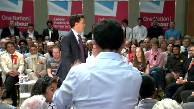vídeos y material grabado en eventos de stock de ed miliband speech on the minimum wage; england: west midlands: walsall: int ed miliband mp speech sot - introduces various local labour party... - eslabón