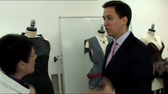 ed miliband visits norwich school of art and design england norfolk norwich norwich school of art and design int various of ed miliband mp touring... - ed miliband stock-videos und b-roll-filmmaterial