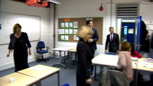 ed miliband visits south thames college in tooting england london wandsworth tooting south thames college photography*** ed miliband mp walking up... - ed miliband stock-videos und b-roll-filmmaterial