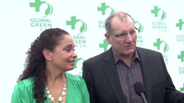ed o'neill and wife catherine rusoff on what they appreciate most about global green, what first made them care about protecting the environment,... - made in usa点の映像素材/bロール